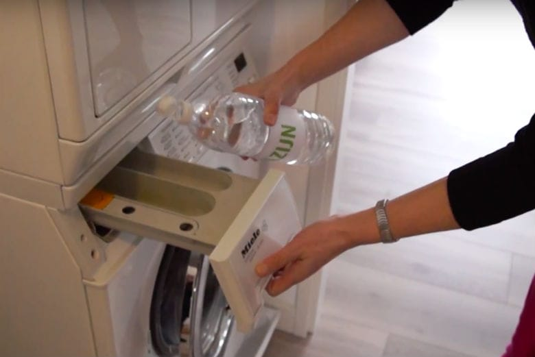 8 reasons why you should add white vinegar to your laundry