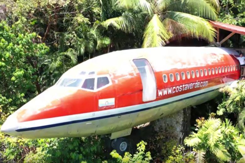 airplane jungle